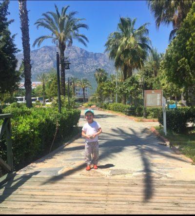 Ульяна и пальмы